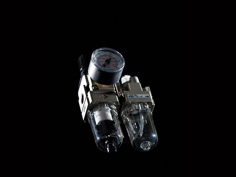 Produkte Wie Hydraulik-Elemente, Pneumatik, Angusspicker, Robotergreier Oder Temperierkupplungen Von Henn Technologie